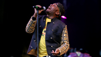 UbuntuFM Reggae | Jimmy Cliff performing 'Bongo Man' @ Glastonbury, UK 2011